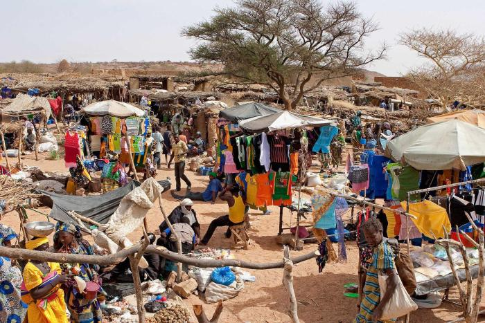 A market day in Symbi, central Mali in 2011. Access to markets by traders of different ethnic groups has been undermined by attacks carried out by Islamist armed groups and ethnic self-defense groups.