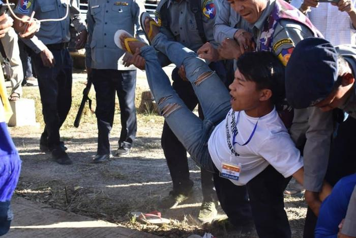 Police carry away a Karenni protester in Karenni State on February 12, 2019.