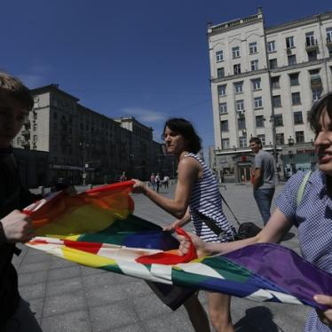 Russia: Anti-LGBT Law a Tool for Discrimination