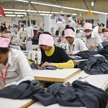 Cambodge : Les lois du travail ne protégent pas suffisamment les ouvrières et ouvriers du textile