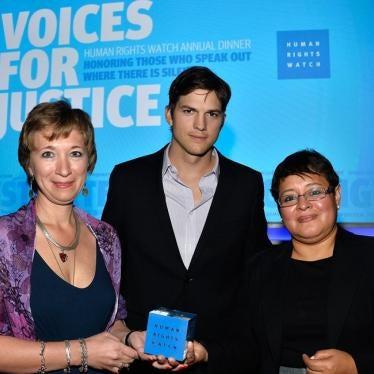 Ashton Kutcher joins HRW in Los Angeles to celebrate the courageous work of Alina Diaz and Natalia Taubina
