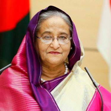 Bangladeshi Prime Minister Sheikh Hasina meets with officials in Tokyo, May 29, 2019.