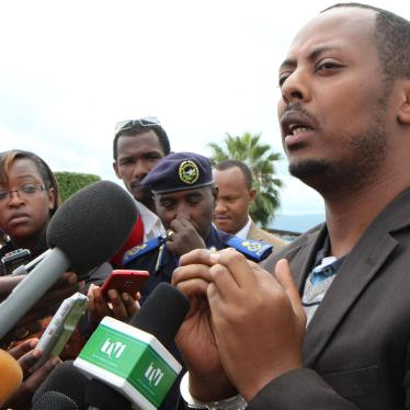 Kizito Mihigo speaking to the media in Kigali on April 15, 2014 after nine days in incommunicado detention.