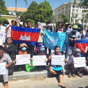 "Activists at protests on October 23, commemorating the 29th anniversary of the 1991 Paris Peace Accords in front of the US embassy in Phnom Penh."" (Source: LICADHO)."""