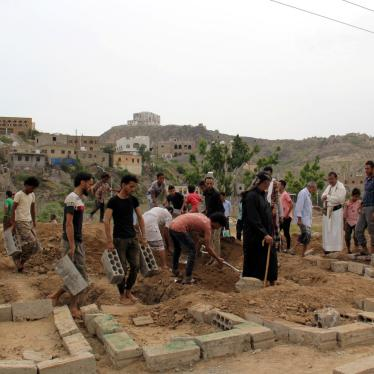 Victims of Covid-19 are buried in Taizz, Yemen, June 24, 2020. (c) 2020 REUTERS/Anees Mahyoub