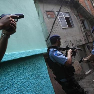 Vídeo mostra polícia do Rio executando dois homens