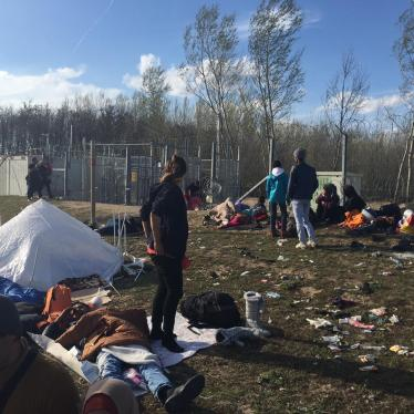 Dispatches: Asylum Seekers Stuck Outside Transit Zones in Hungary