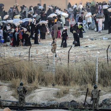 人権ウォッチ:ISISの侵攻により、16万5,000人のシリア人が封鎖されたトルコ国境で足止め