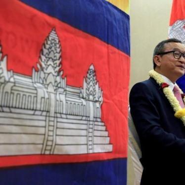 カンボジア:野党党首の国外追放 取り消するべき