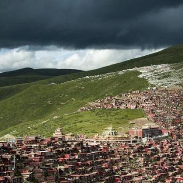 中国:千人遭强迫迁离藏传佛教机构