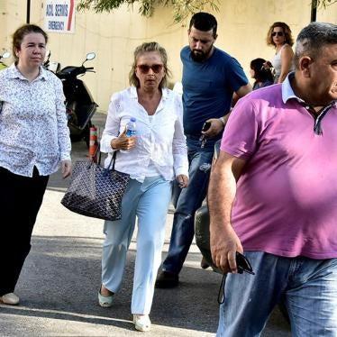 Türkiye: Medya Organları Kapatıldı, Gazeteciler Gözaltına Alındı