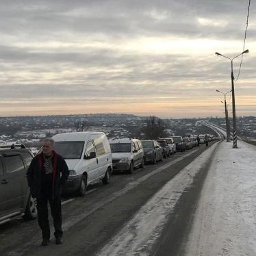 Ukraine: Dangers, Unnecessary Delays at Crossing Points