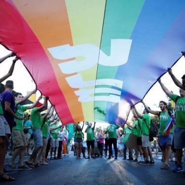 על ישראל לאפשר אימוץ על-ידי זוגות חד מיניים