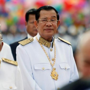 カンボジア:フン・セン首相、有力人権団体 閉鎖の構え