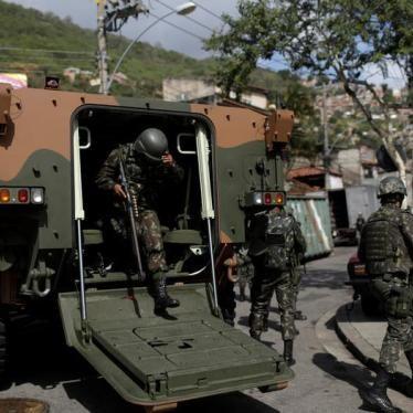 Brasil: Investigue Mortes Durante Operação do Exército e da Polícia Civil no Rio