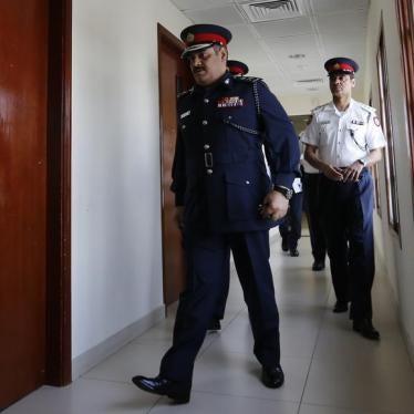 على البحرين وقف المعاملة المهينة للمعتقلين