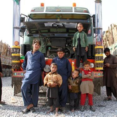 Pakistan : Expulsions massives de réfugiés afghans