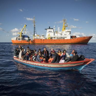 A wooden boat carrying 29 people, mainly Syrians, just before their rescue and transfer to the Aquarius. October 10, 2017