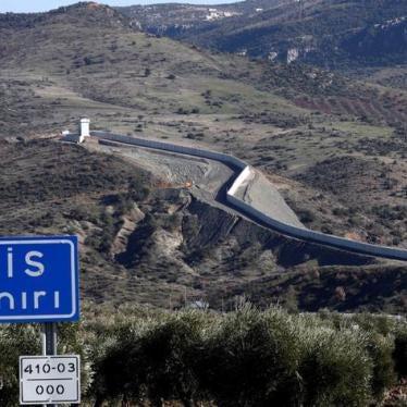 تركيا/سوريا: حرس الحدود يطلقون النار على السوريين الهاربين ويصدّوهم