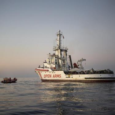 إيطاليا تحتجز سفينة لإنقاذ المهاجرين