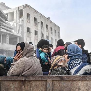 الحكومة السورية تمنع سكان عفرين من الفرار وتلقي المعونات