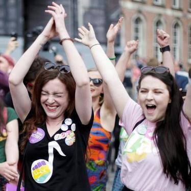 爱尔兰公投以压倒票数支持废除人工流产禁令