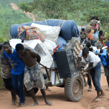 Congolese migrants who were living in Angola carry belongings near the Congolese border town of Kamako, on October 12, 2018, after returning to their country following a security crackdown by Angolan authorities. © 2018 SOSTHENE KAMBIDI/AFP/Getty Images