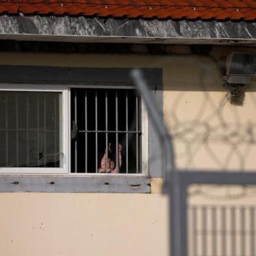 Grèce : Des demandeuses d'asile détenues aux côtés d'hommes