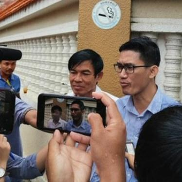 Former RFA reporters Uon Chhin and Yeang Sothearin speak to the media outside of the Phnom Penh Municipal Court, Aug. 29, 2019.