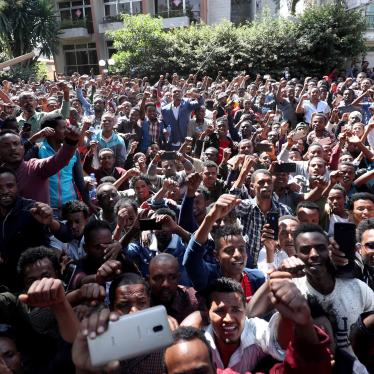 Oromo youth ​in Addis Ababa, Ethiopia gather outside the house of Jawar Mohammed, an Oromo activist, and influential figure during the 2015-2018 protests in the country. October 23, 2019. (c) 2019 REUTERS/Tiksa Negeri​